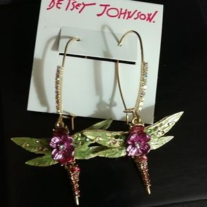 BEAUTIFUL BETSEY JOHNSON DRAGONFLY GEMST EARRINGS!